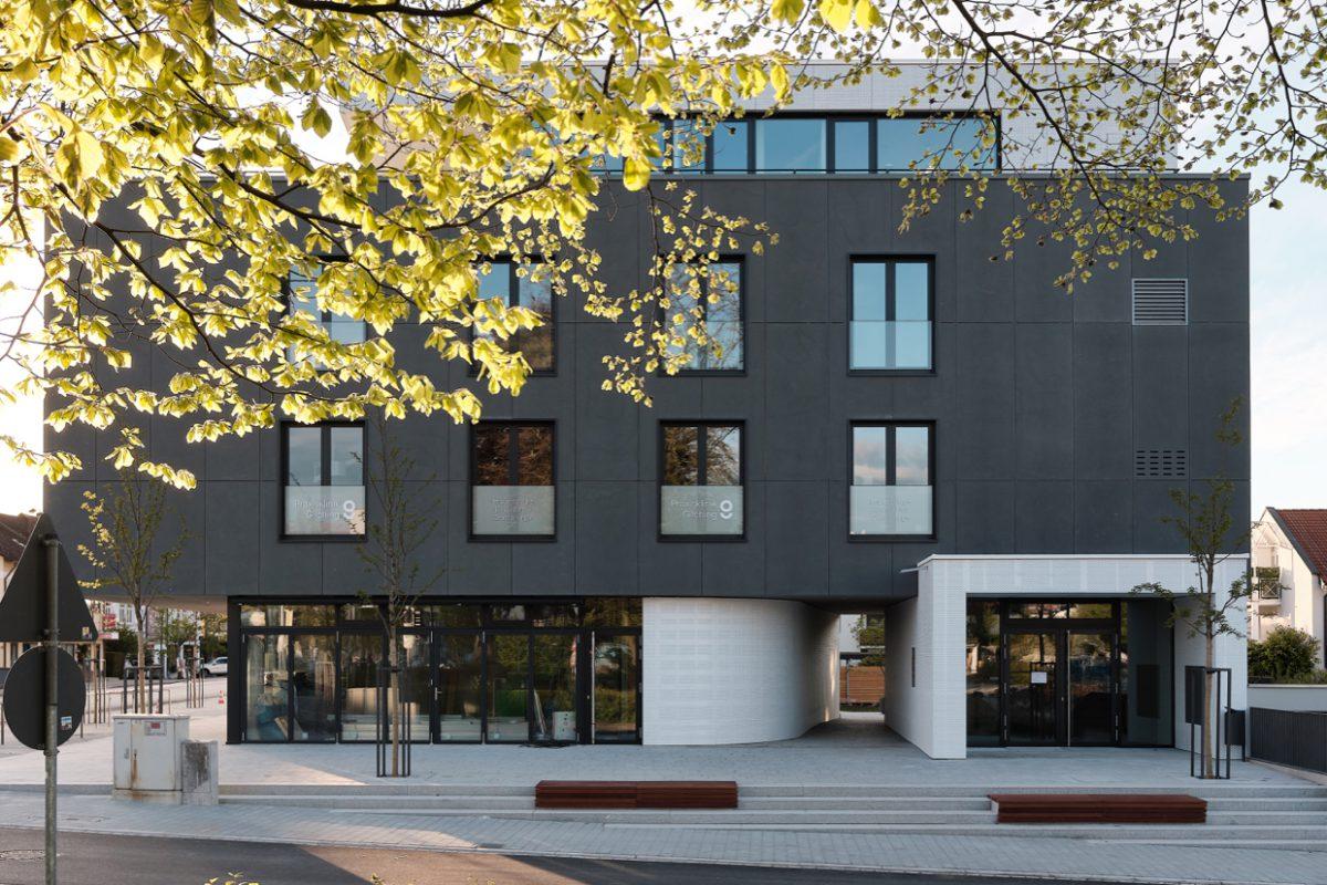 Wohn- und Geschäftshaus in Gilching fertiggestellt